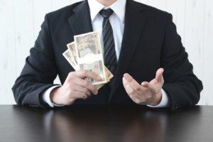 Niespłacone raty pożyczki – ile z pensji może zabrać komornik?