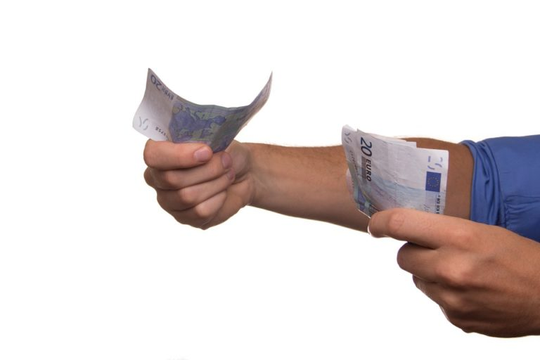 Korzystniejsze oferty dla nowych czy stałych klientów?
